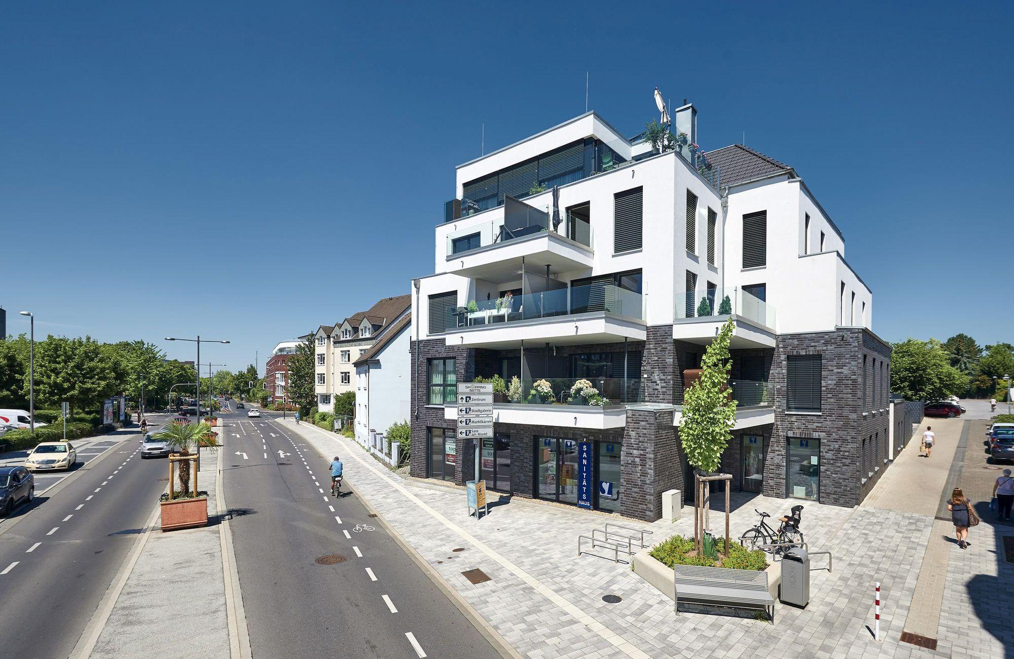 Geschäfts- und Wohnhaus, Kampweg in Langenfeld